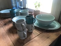 GREAT DISH SET! Lennox French Perle Groove Ice Blue Bowie, 20715
