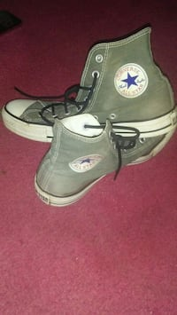 mint condition. ladies size 10 converse all star shoes.