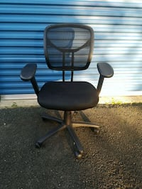 BLACK MESH-BACK TASK CHAIR