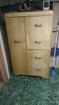Dresser chest for sale must move Dundalk, 21222
