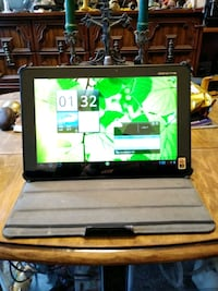 Acer Iconia Tab (A-700) like new condition! With l