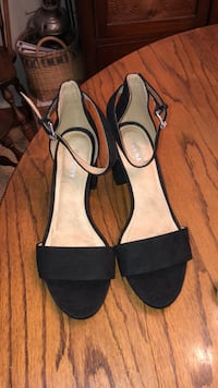 Old Navy Black Suede Ankle Strap Chunky Heels Size 7. Worn Once Daphne, 36526