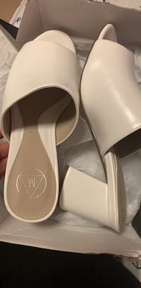 White block shoes size 8 Toronto, M6K 2R9