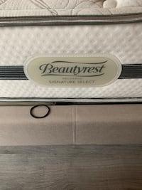 white and black Beautyrest mattress 43 km