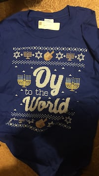 white and blue Joy To The World printed crew-neck shirt Inland, 49643