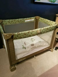 baby's brown and green Graco pack n play Coquitlam, V3C