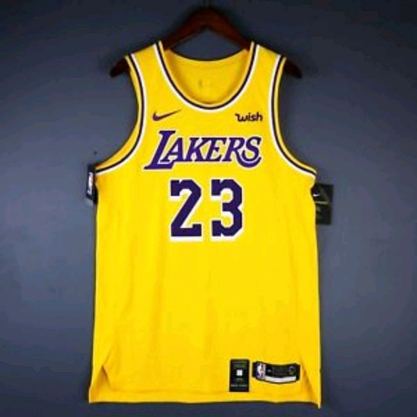 competitive price 2ed32 dcc63 Brand new LeBron James Lakers Jersey Size 2XL