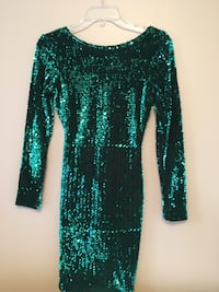 green and white long-sleeved dress Vaughan, L4H