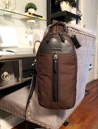 Men's Coach crossbody paid $225 Like new! Varick nylon sling bag Style #F70692 COLOR Black and army green Pristine condition, inside and out. Nylon with leather trim Inside open pocket Zip closure, fabric lining Top handle Outside zip pocket Adjustable st Washington, 20002