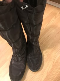 Pair pair of Ecco knees high winter boots size 40-39 dark brown North Vancouver, V7K 2H4