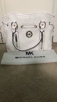 Michael Kors purse in white  Hamilton, L9G 5E2