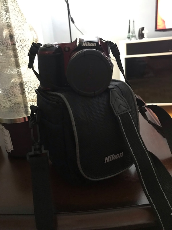 Nikon camera with case bcdbed4b-9fe2-48ad-a8f7-144963cc527b