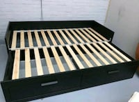 Black daybed with 2 Drawers ( Like new )