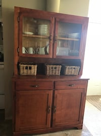 Adorable farmhouse buffet and hutch