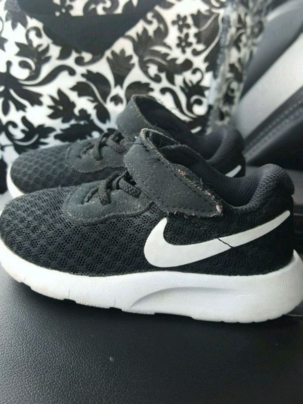 5fa4ae3c547a6d Used Infant size 7c Nike flex for sale in Conway - letgo