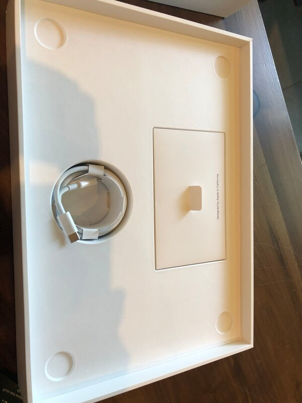 Macbook Air Lastest Model Only Used 2 Times 029988b3-3773-4c09-ae35-2d37c3be44b1