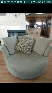 Couch & Swivel Chair Set Palmdale, 93550