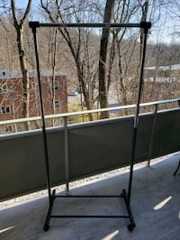 Mobile clothing rack