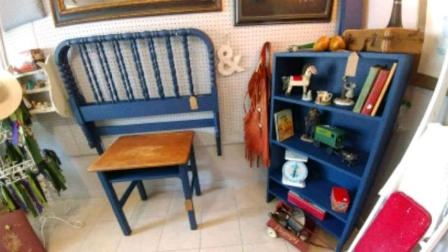 Vintage child's desk c990c20c-97a2-49a8-a36f-57a22c3abeff