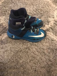 Kevin Durant Basketball Shoes - Size 3Y Columbia, 21045