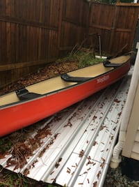 White and red Windy River canoe, like new with oars 3872 km