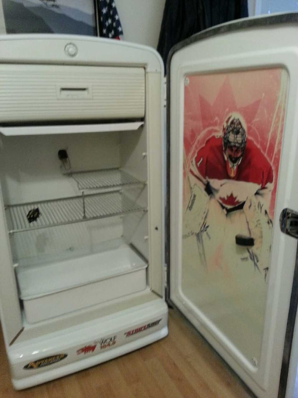 Hockey Fridge b6f0962f-f244-4991-bcef-460abc0aba4e