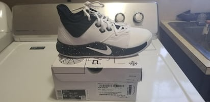Brand new basketball shoes. Size 91/2