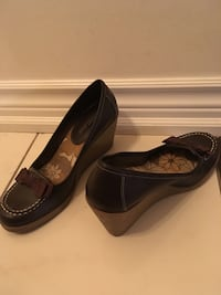Pair of brown shoes size 7 1/2 Toronto, M4A 0A3