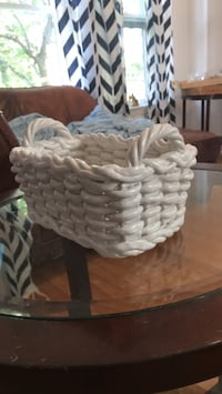 white and brown wicker basket Mount Airy, 21771