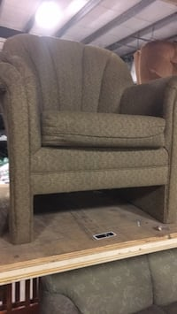 Brown upholstered chair Welland, L0S 1V0