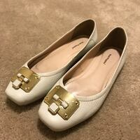 Pair of white hush puppies leather flats London, N5W 0A6