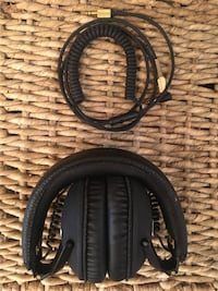 Monitor Black Marshall headphones. Slightly used in great condition. Great sound. Very light. Awesome sound quality. Retail price $200 Santa Clarita, 91351