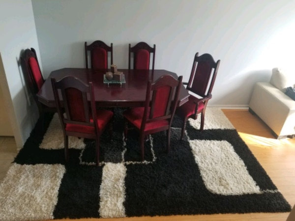 Cherry wood dining table with six chairs end price negotiation 5f750b9f-1b8b-45e6-bb46-93c041def185