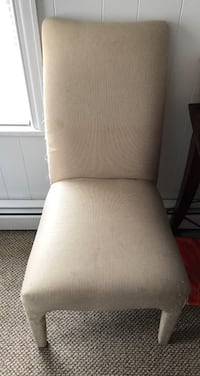 4 Dining Room Chairs 415 mi
