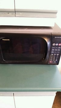 black and gray microwave oven Longueuil, J4K 2W6