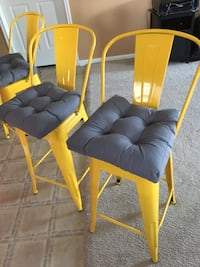 Set of 4 yellow counter height barstools. Pearland, 77584