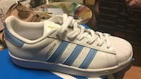 unpaired white-and-blue Adidas Superstar Leesburg, 20175