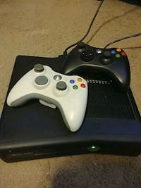 XBox 360 with 2 wireless controlers Lafayette, 70506