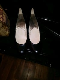 pair of white leather pointed-toe heels Ward, 72176