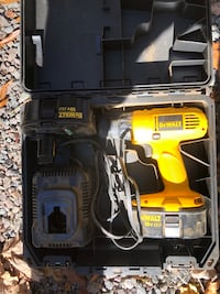 Dewalt 18 v drill may need new battery or charger