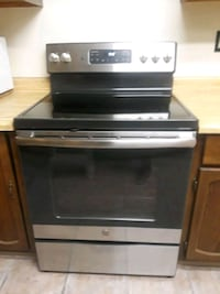 AWESOME! LIKE NEW GE ELECTRIC STOVE 5 burner!
