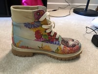 Colorful boots, size 8. Only worn a few times. Very comfy. Shoreline, 98177