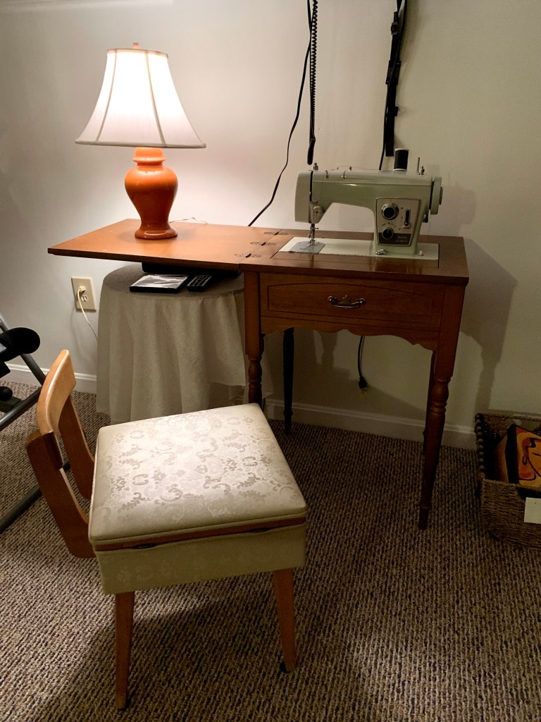 Photo Vintage Sears Kenmore Sewing Machine, Cabinet and Storage Chair