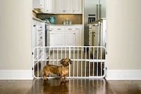 Carlson Lil' Tuffy Expandable Pet Gate with Small Pet Door 0618DS (NEW London, N6B 3L6