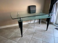 Beautiful glass table Vaughan, L4K 4Z1
