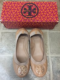 Tory Burch Caroline Flat Shoes / Authentic from Holt Renfrew / Size 9.5 / Good Conditon