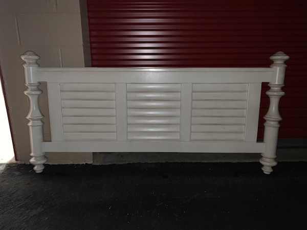 Havertys solid wood white vintage bed frame with running boards and box spring f3e554e5-1125-4b93-be2c-b3c29a5aa6a7