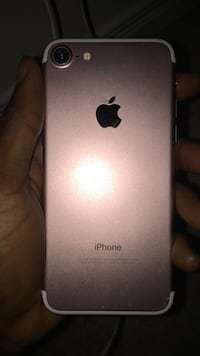 rose gold iPhone 7 plus Brantford, N3R 2W8