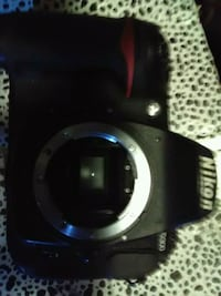 Nikon D300 shutter and body...regular $2100 Vancouver, V6A 1P2