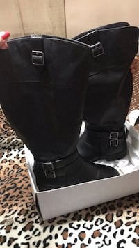 pair of black leather boots Lompoc, 93436